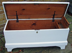 Blanket box in a shabby-chic style